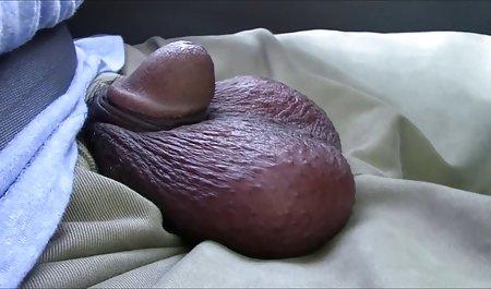 સોનેરી Masturbates ફ્લોર પર વિડિઓઝ પુખ્ત