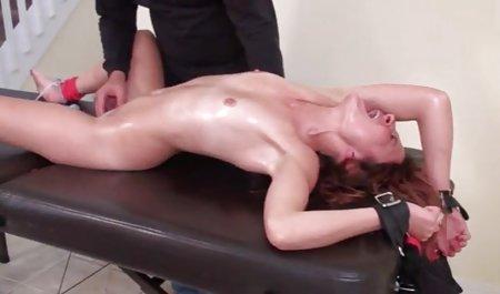 ભરાવદાર પોર્ન પુખ્ત માં ઘૂંટણ મોટા નિતંબ છોકરી seduces એક ડિપિંગ વ્યક્તિ