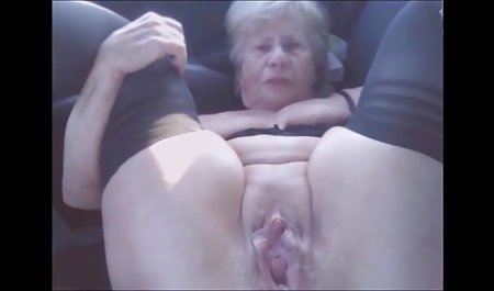 મૂકો એક મોટી કાકડી તેના pussy સેક્સ સાથે મહિલા - પોવ